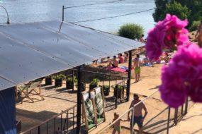 Площадка для пикника 🎪 с видом на реку — НАБЕРЕЖНАЯ RIVER PIERS